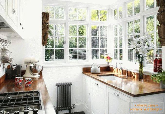 Oryginalne Okno Narożne We Wnętrzu Prywatnego Domu Na 30